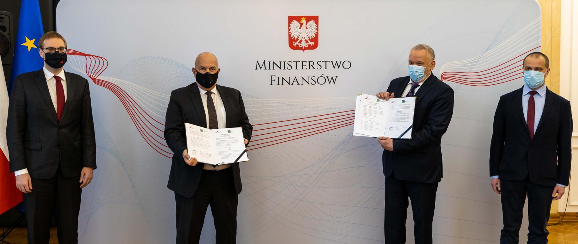 Minister Finansów Tadeusz Kościński, minister Jan Sarnowski oraz przedstawiciele zarządu Stowarzyszeniem Księgowych w Polsce