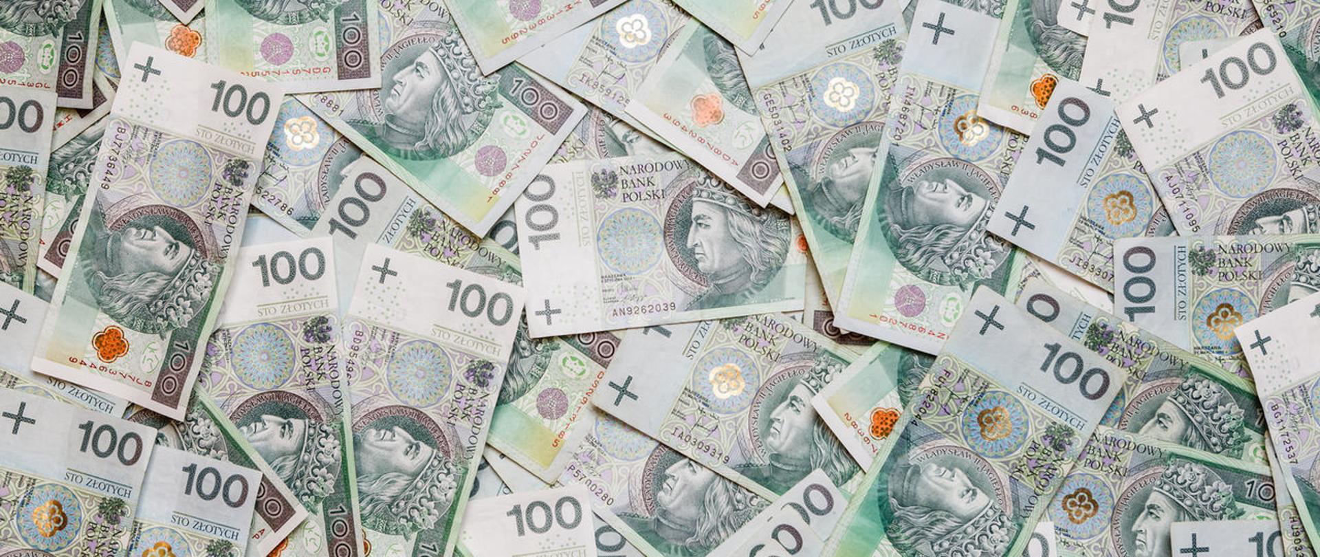 Banknoty o nominale 100 zł.