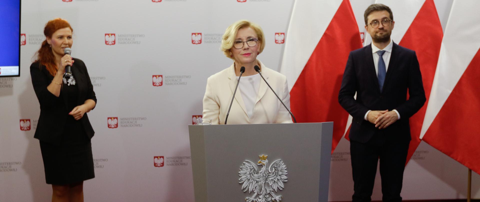 Egzaminy zawodowe w 2020 r. – konferencja prasowa wiceministra Edukacji Marzeny Machałek i dyrektora CKE Marcin Smolik.