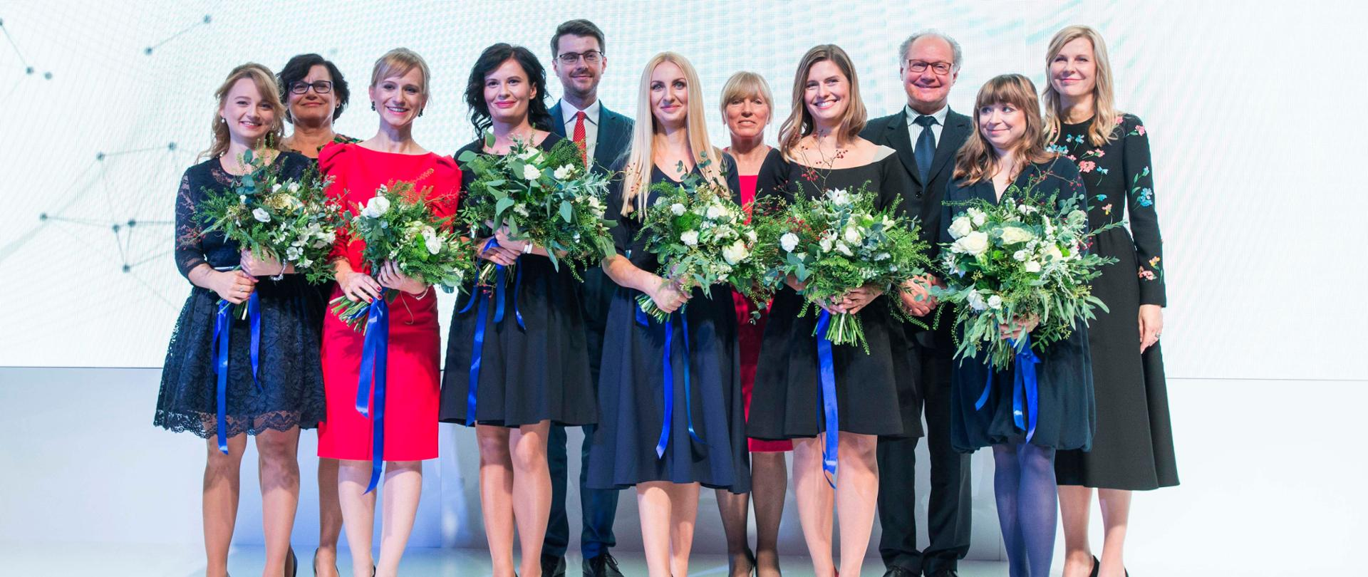 Minister Piotr Muller and laureates of L'Oréal-UNESCO fellowships for Women in Science