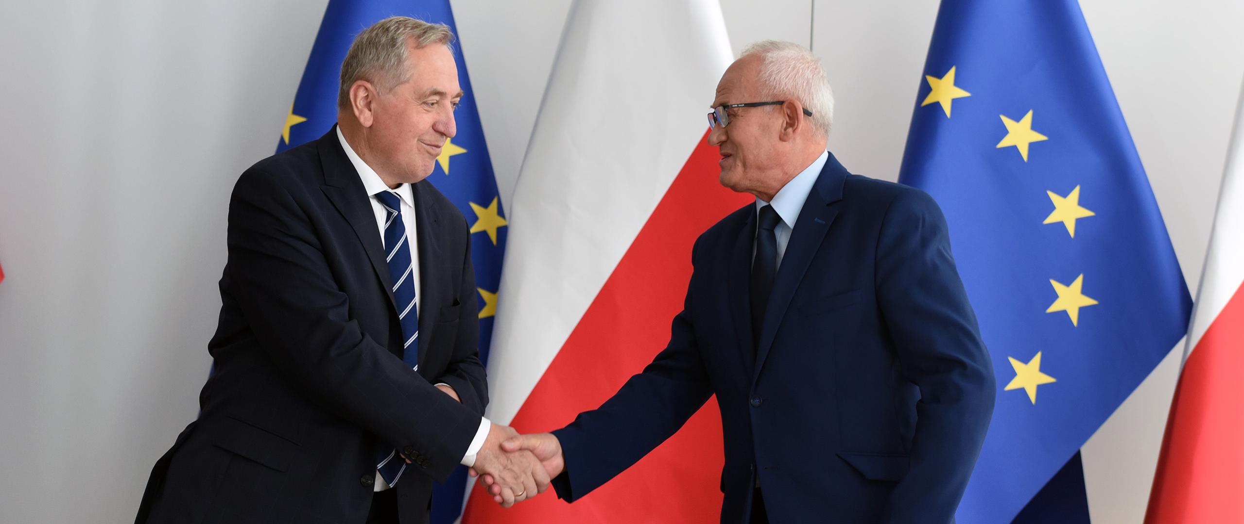 Minister środowiska Henryk Kowalczyk i minister energii Krzysztof Tchórzewski