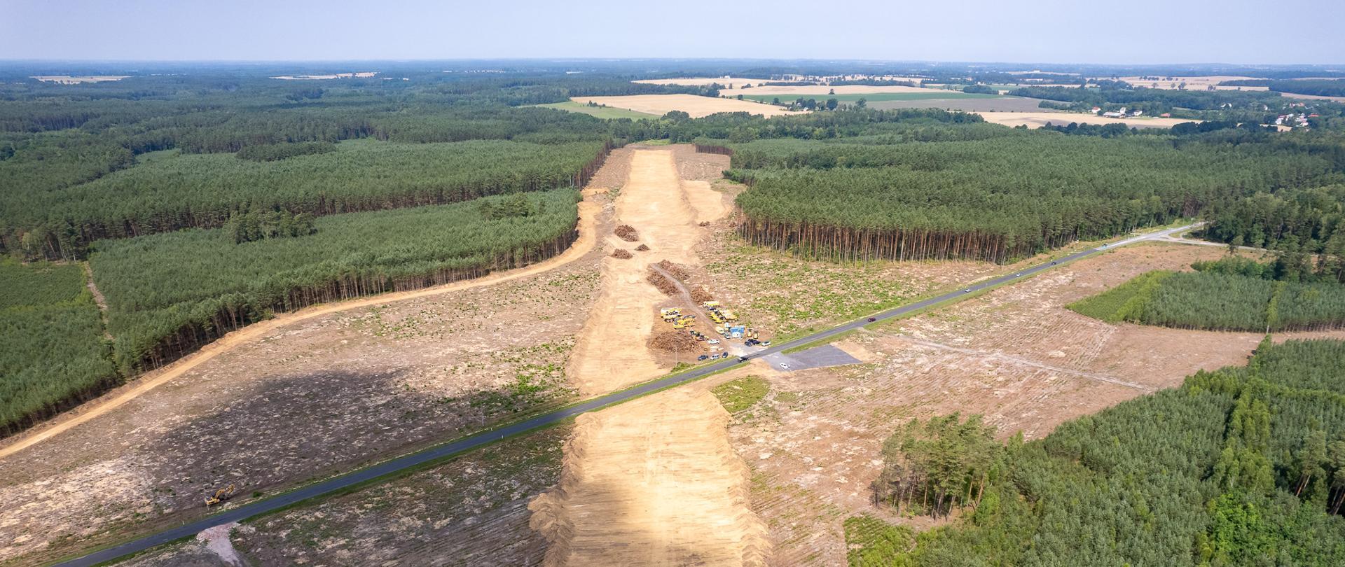 Odhumusowanie terenu na budowie S11 Koszalin - Zegrze